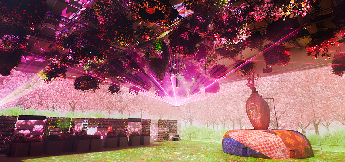 A First in Japan! A Multi-Ending Show of Flowers and Digital Art